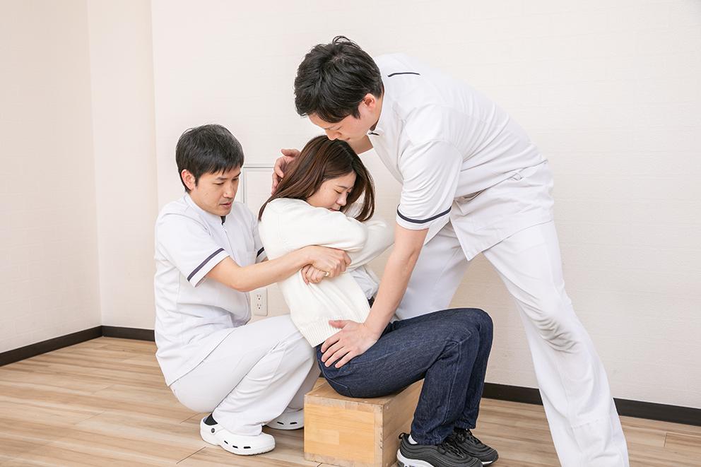 三点改善骨盤背骨矯正法