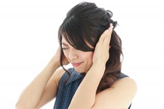 耳鳴りの女性のイメージ
