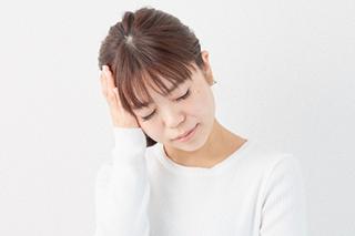 頭痛の女性のイメージ